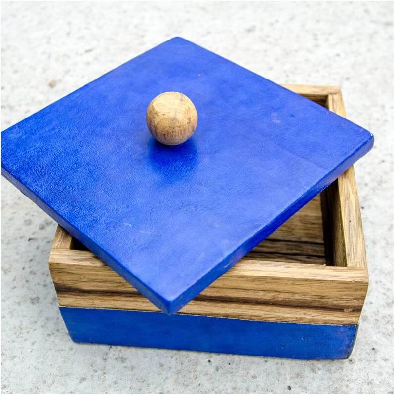 Boites colorées en cuir de vachette et bois de fraké